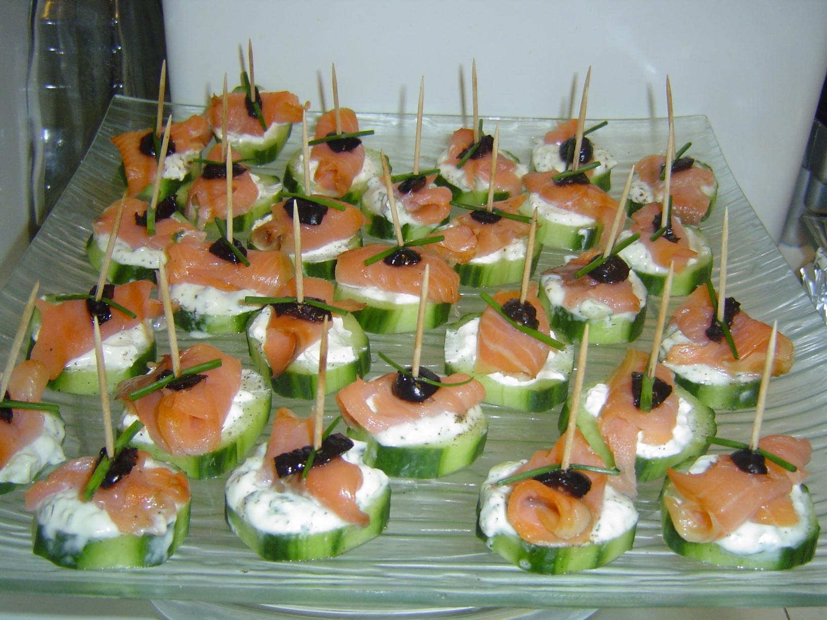 la cuisine de marie canap s au concombre saumon fum. Black Bedroom Furniture Sets. Home Design Ideas